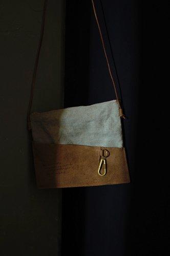 古書の羊皮紙のような綿サコッシュ  - VELLUM