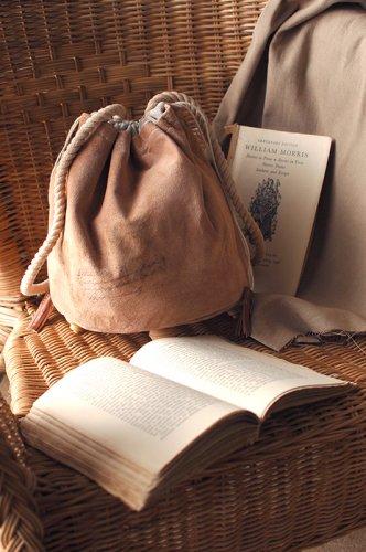 古書の羊皮紙のような巾着  - VELLUM