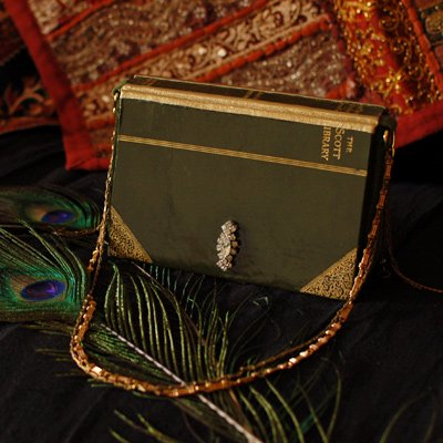 Clutch<br>[Antique book green]