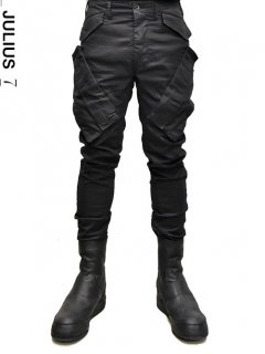 _JULIUS Vertical Gasmask Cargo Pants [BLACK]<img class='new_mark_img2' src='//img.shop-pro.jp/img/new/icons8.gif' style='border:none;display:inline;margin:0px;padding:0px;width:auto;' />