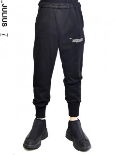 _JULIUS Tucked Track Pants<img class='new_mark_img2' src='//img.shop-pro.jp/img/new/icons8.gif' style='border:none;display:inline;margin:0px;padding:0px;width:auto;' />
