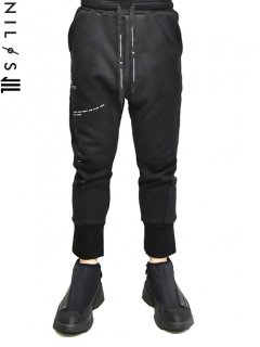 NILøS F.Y.E. Wide Track Pants<img class='new_mark_img2' src='//img.shop-pro.jp/img/new/icons8.gif' style='border:none;display:inline;margin:0px;padding:0px;width:auto;' />