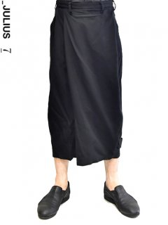 _JULIUS Folded Baggy Trousers<img class='new_mark_img2' src='//img.shop-pro.jp/img/new/icons8.gif' style='border:none;display:inline;margin:0px;padding:0px;width:auto;' />