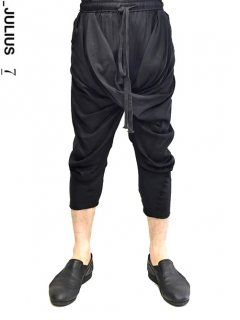 _JULIUS Shirring Crotch Indirect Pants<img class='new_mark_img2' src='https://img.shop-pro.jp/img/new/icons8.gif' style='border:none;display:inline;margin:0px;padding:0px;width:auto;' />
