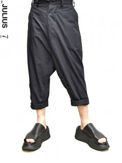 _JULIUS Roll Up Low Crotch Pants<img class='new_mark_img2' src='https://img.shop-pro.jp/img/new/icons8.gif' style='border:none;display:inline;margin:0px;padding:0px;width:auto;' />