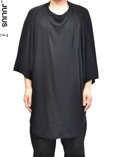 _JULIUS Draped Collar Oversized T-Shirt<img class='new_mark_img2' src='//img.shop-pro.jp/img/new/icons8.gif' style='border:none;display:inline;margin:0px;padding:0px;width:auto;' />