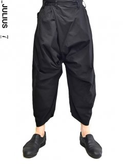 _JULIUS Twist Baggy Pants<img class='new_mark_img2' src='https://img.shop-pro.jp/img/new/icons8.gif' style='border:none;display:inline;margin:0px;padding:0px;width:auto;' />