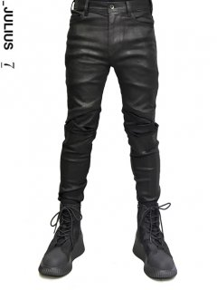 _JULIUS Tucked Knee Skinny Denim -BLACK COATED-<img class='new_mark_img2' src='//img.shop-pro.jp/img/new/icons8.gif' style='border:none;display:inline;margin:0px;padding:0px;width:auto;' />