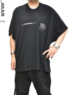 _JULIUS Dolman Sleeve Print T-Shirt -BLACK-<img class='new_mark_img2' src='https://img.shop-pro.jp/img/new/icons8.gif' style='border:none;display:inline;margin:0px;padding:0px;width:auto;' />