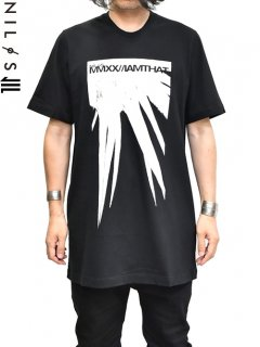 NILøS Spike Print T-Shirt<img class='new_mark_img2' src='//img.shop-pro.jp/img/new/icons8.gif' style='border:none;display:inline;margin:0px;padding:0px;width:auto;' />