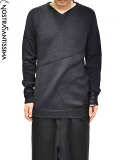 NostraSantissima V-neck Damaged Sweater<img class='new_mark_img2' src='https://img.shop-pro.jp/img/new/icons8.gif' style='border:none;display:inline;margin:0px;padding:0px;width:auto;' />