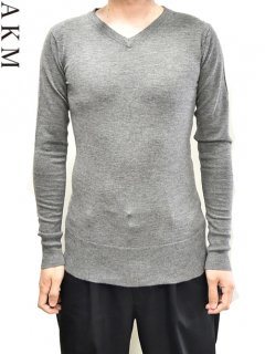 AKM V-neck Sweater<img class='new_mark_img2' src='https://img.shop-pro.jp/img/new/icons38.gif' style='border:none;display:inline;margin:0px;padding:0px;width:auto;' />