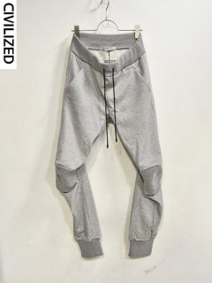CIVILIZED Articulated Sweat Pants<img class='new_mark_img2' src='https://img.shop-pro.jp/img/new/icons38.gif' style='border:none;display:inline;margin:0px;padding:0px;width:auto;' />