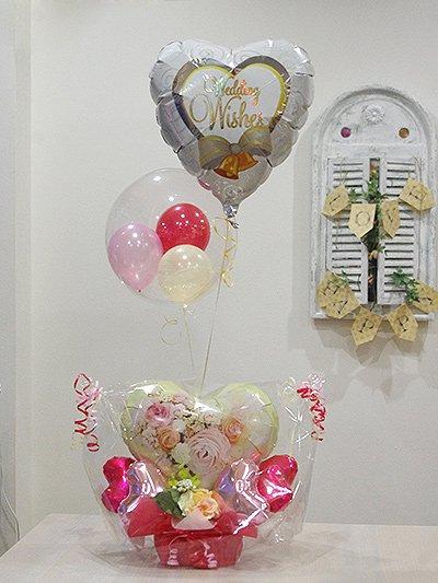 【B337】 Wedding Wishes!ブーケプリントのバルーンアレンジメントとふわふわ浮かぶバルーン