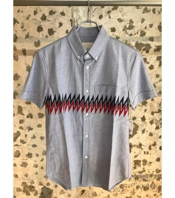 S/S BD SHIRT W. ZIGZAG PANEL PRINT<img class='new_mark_img2' src='//img.shop-pro.jp/img/new/icons24.gif' style='border:none;display:inline;margin:0px;padding:0px;width:auto;' />
