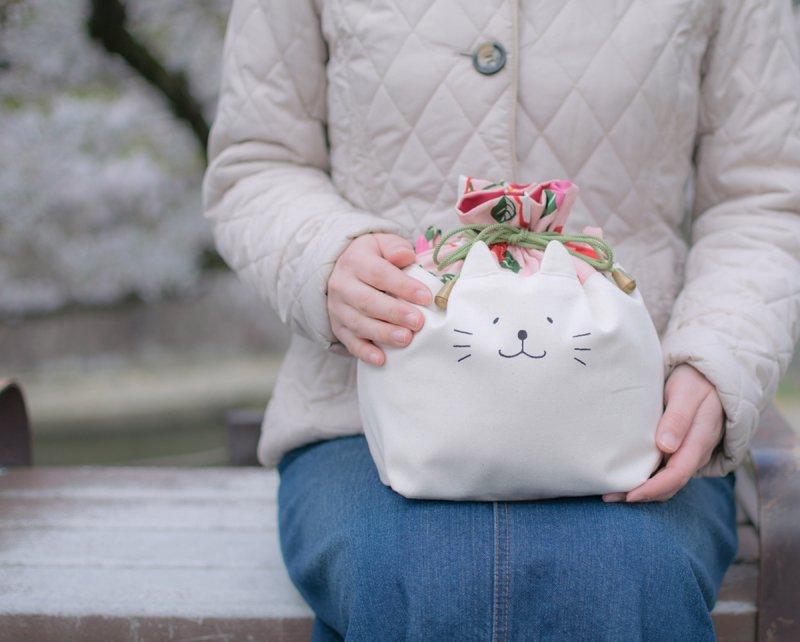 ネコぱんお出かけ3way巾着バッグ 和風 モダンな椿柄 ピンク