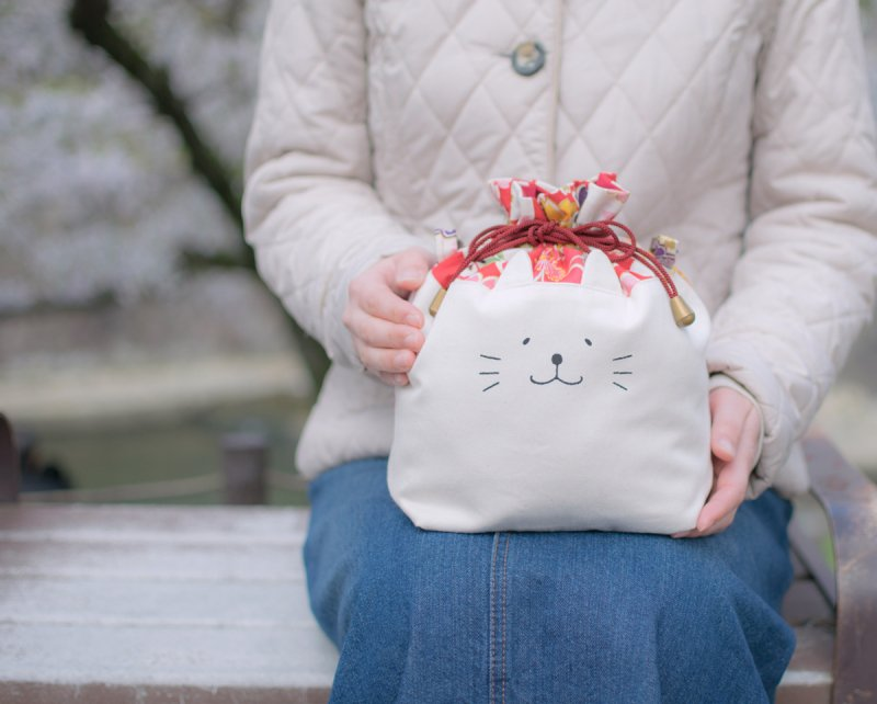 ネコぱんお出かけ3way巾着バッグ 和風 赤と白の市松模様 桜