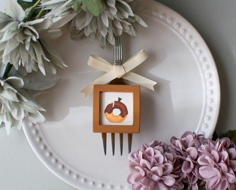 ネコぱんとドーナツのブローチ 小さな木製フレーム
