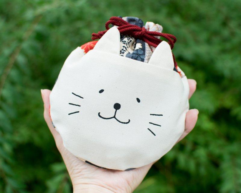 ネコぱんころりんミニ巾着 和風 紅白桜柄×シックな縦縞模様