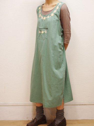 お花の刺繍のジャンパースカート