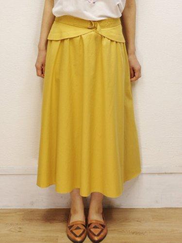 ペプラムデザインのイエローのスカート