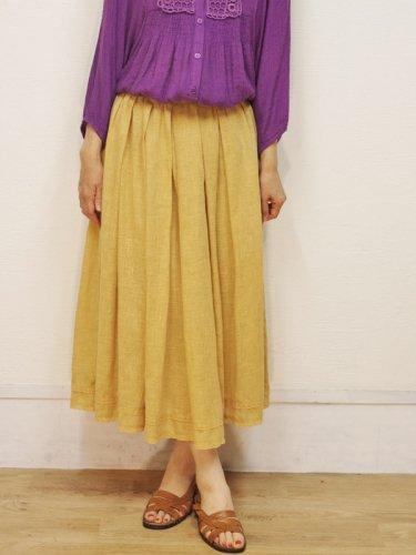 裾レースのアプリコットカラーのスカート
