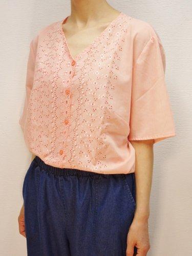 ピンクオレンジの刺繍レースブラウス