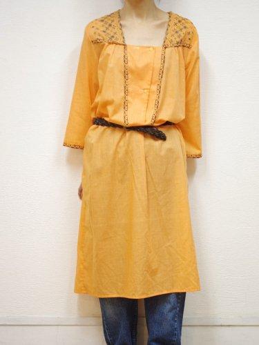 オレンジの刺繍ワイドワンピ