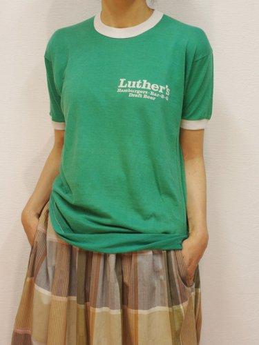 グリーンの胸プリントのリンガーTシャツ