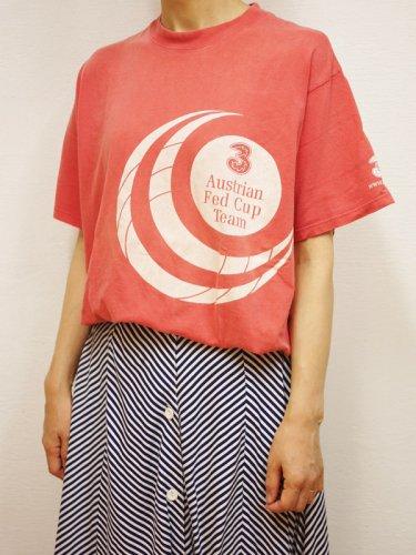 サーモンピンクのチームプリントTシャツ