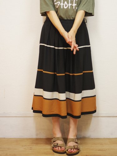 ヨーロッパ古着のブラックとブラウンの大人スカート