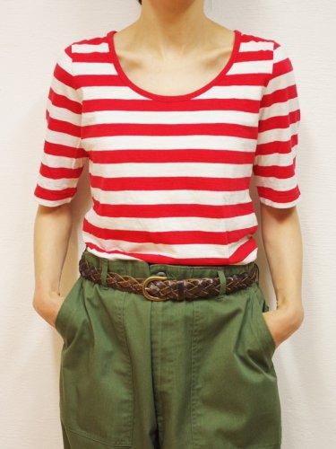 赤と白のボーダーTシャツ