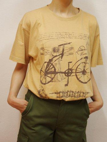 ベージュの自転車プリントTシャツ