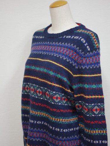 クルーネックのジャガードニットセーター