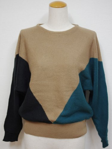 Vデザインのドルマンスリーブのニットセーター
