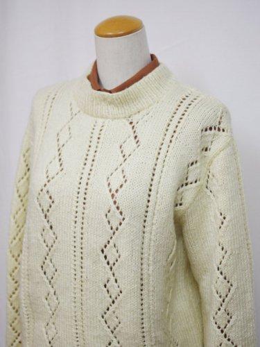 アイボリーの透かし編みニットセーター