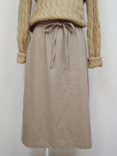 ベージュのラップスカート