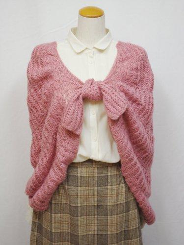 ピンクの手編みのニットショール