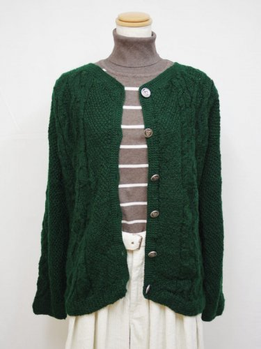 グリーンのケーブル編みカーディガン