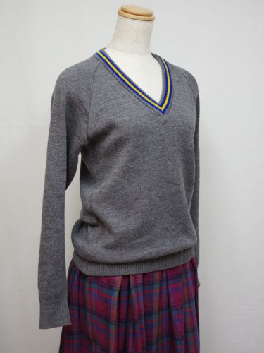イングランド製グレーのVネックセーター