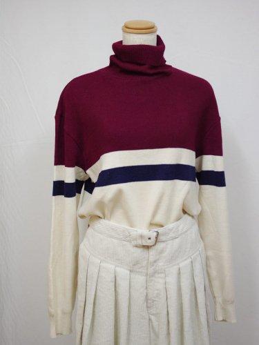 フィンランド製のタートルセーター