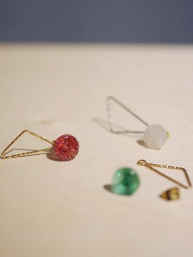 チェコのガラスボタンの片耳ピアス/ピンク・グリーン・ホワイト