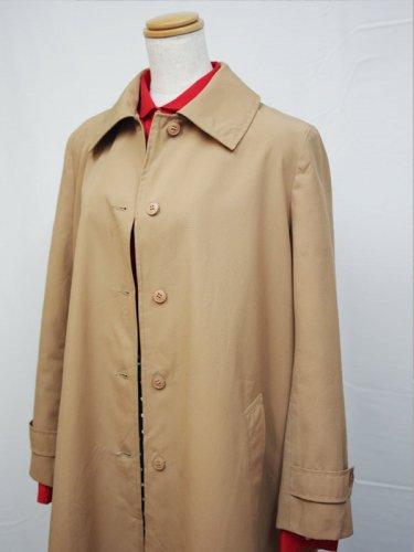 キャメルのロング丈ステンカラーコート