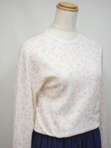 白地にピンクのフラワープリントのサーマルシャツ