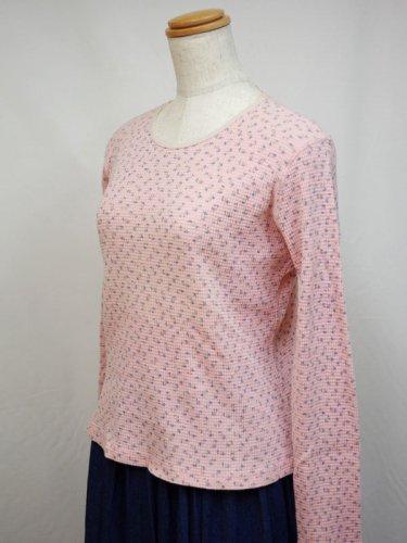 ピンクの小花プリントのサーマルシャツ