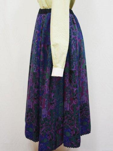 パープルとグリーンのボタニカル柄スカート