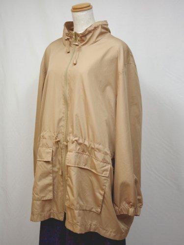 ベージュのポリジャケット
