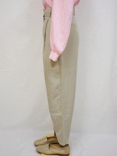 ベージュのリネン混パンツ