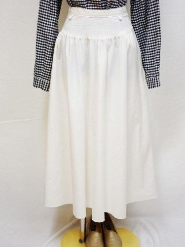 ホワイトの切り替えスカート
