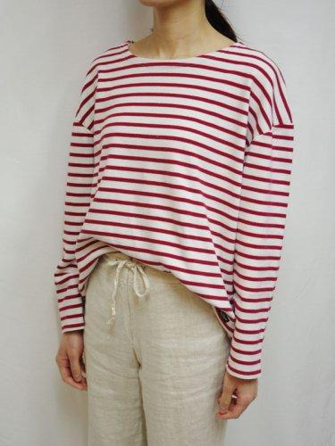 ボートネックのボーダーTシャツ